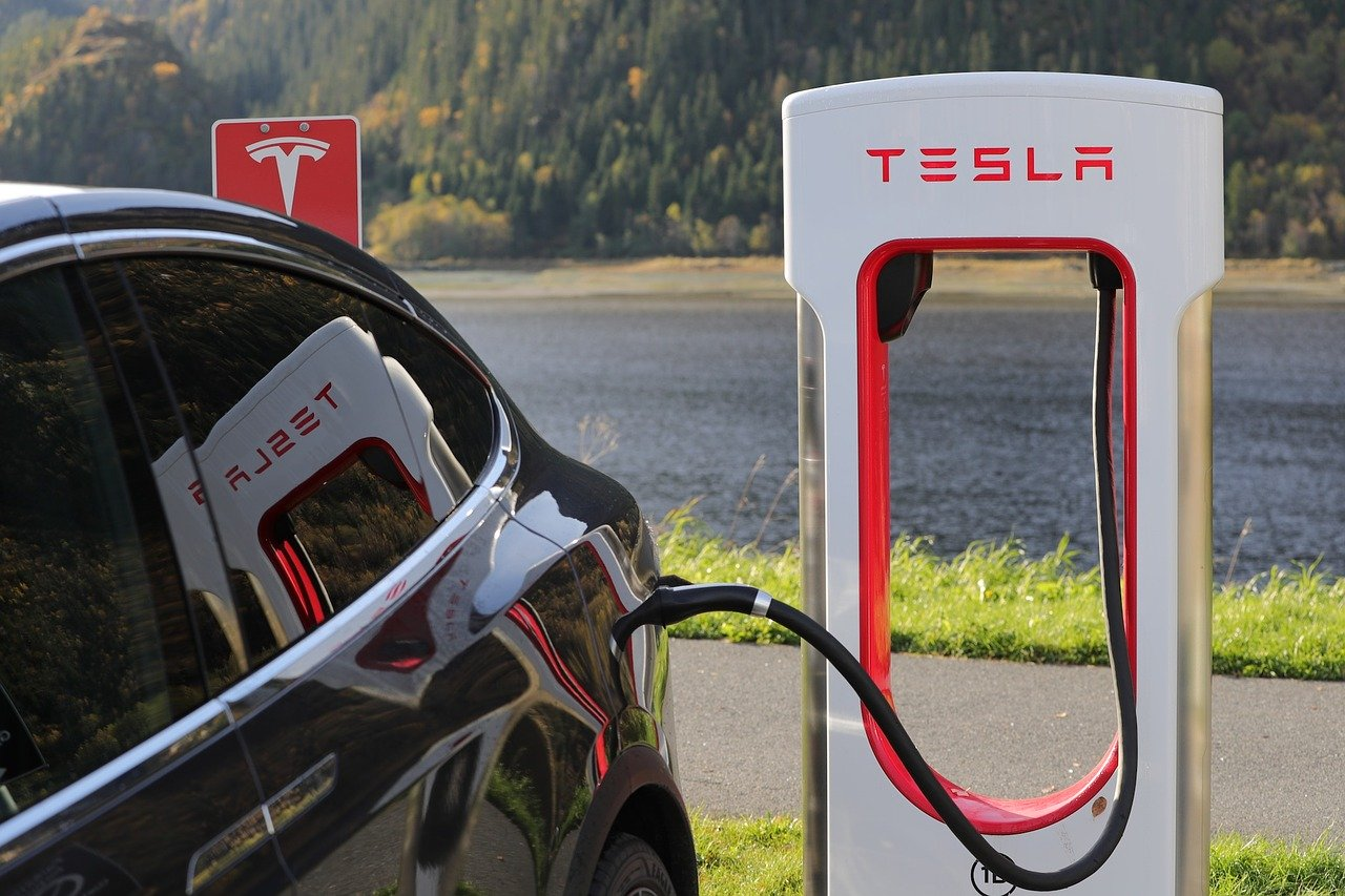 Investors Eye Tesla With Caution As The Company's Stock Plunges