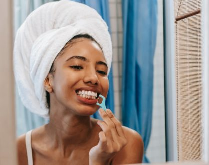 5 Health Benefits of Flossing Your Teeth on a Daily Basis